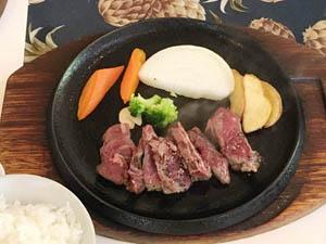 昼食ステーキ